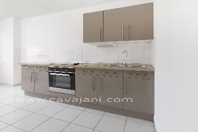 renove cuisine affordable with renove cuisine best rnov cuisine dispose de poutres en bois sur. Black Bedroom Furniture Sets. Home Design Ideas